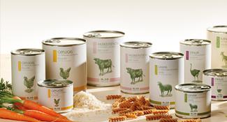 Naturgesundes Hundefutter in super premium Qualität aus eigener Herstellung. Die frische Garantie und stetige Qualitätskontrollen zeichnen die Produkte von alsa-nature aus.